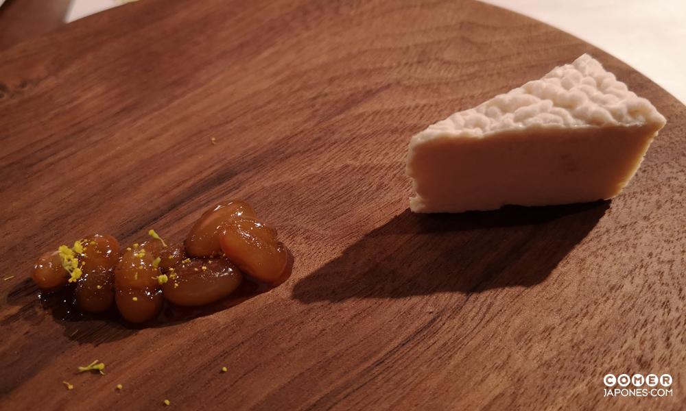 Queso casero de tofu con judías de Santa Pau confitadas