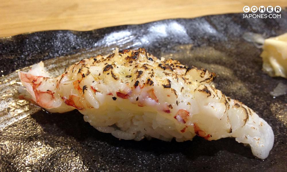 Abura ebi nigiri (nigiri de langostino flameado)