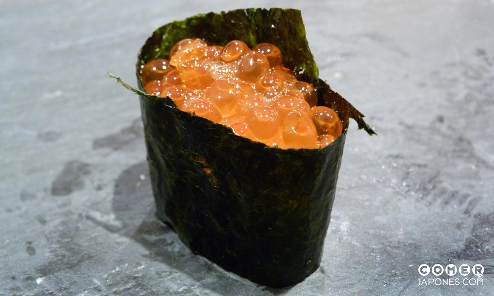 Gunkanmaki de ikura (huevas de salmón) by Matsu
