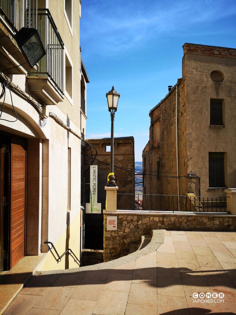 L'Antic Forn Cervera, con acceso desde la Plaza Mayor del pueblo