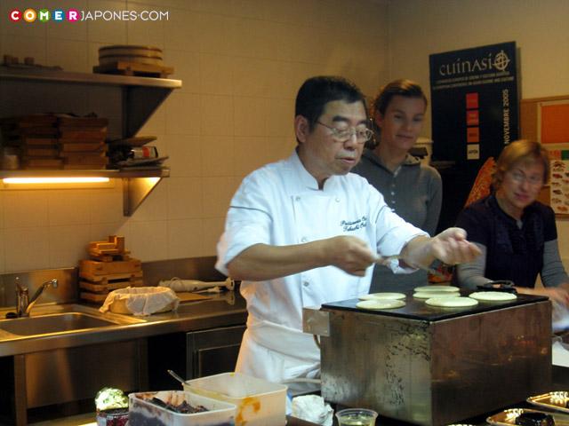 Takashi Ochiai haciendo dorayaki