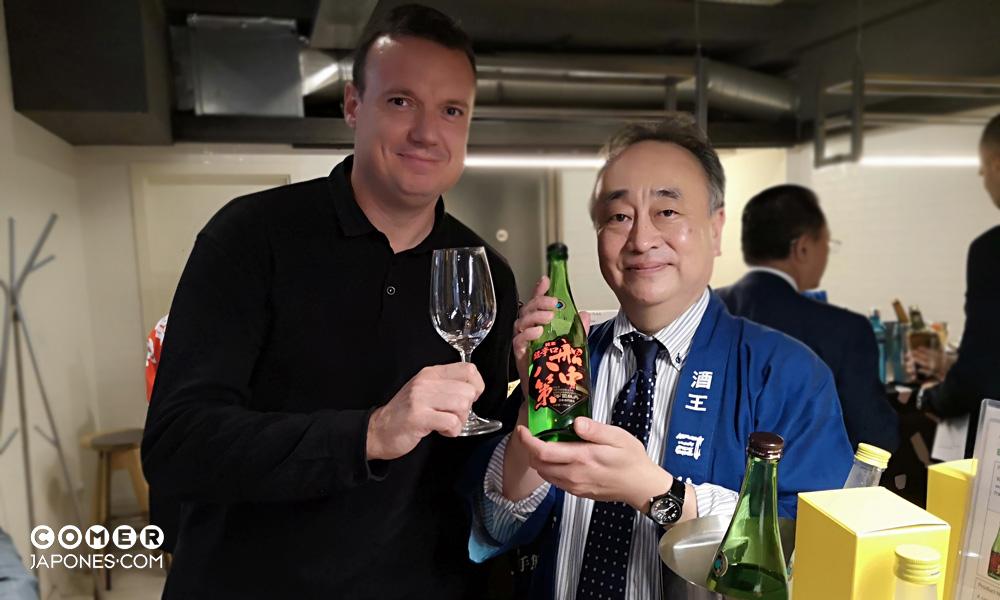 Catando con el presidente de Tsukasabotan.