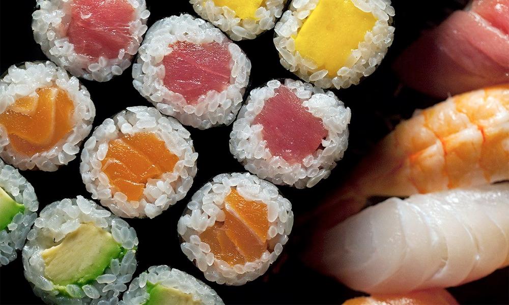 Sushi variado rainbow maki de ©Sakura-Ya