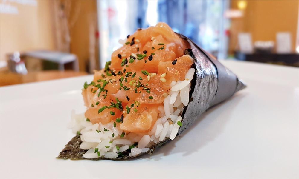Temaki de salmón de Temaki-Ya