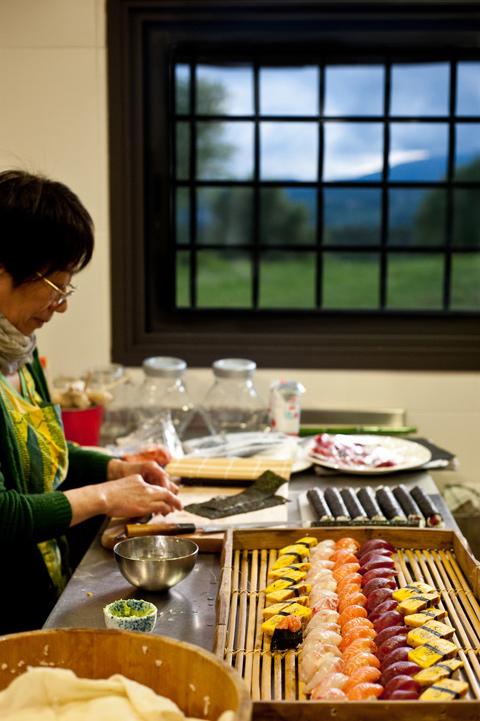 Toshiko en la cocina de Mas Coquells.