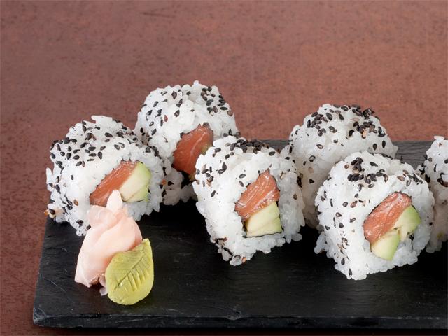 uramaki-salmon-aguacate