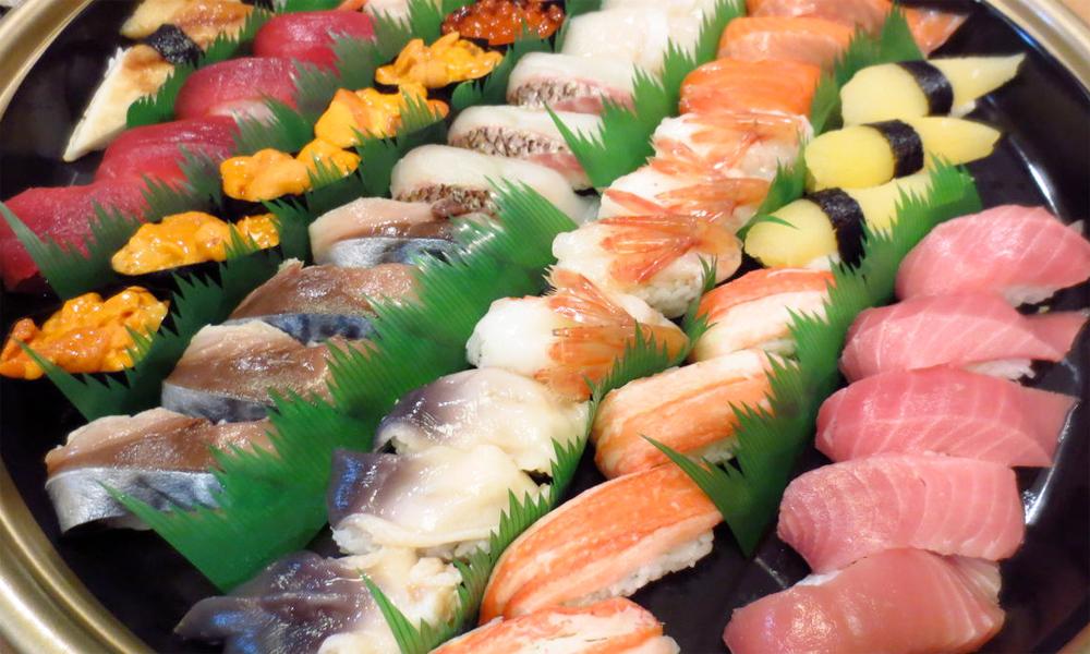 Plato variado de sushi © Rubis life