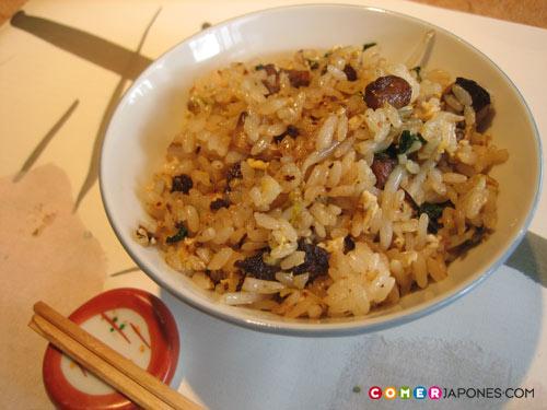 Arroz frito con ajo (ninniku gohan 大蒜ご飯)