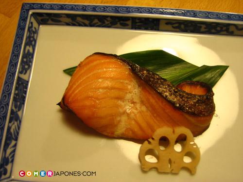 Plato asado (yakimono 焼き物)
